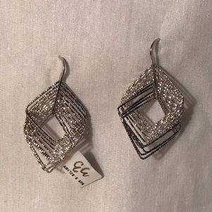 Jewelry - Silver dangling earings